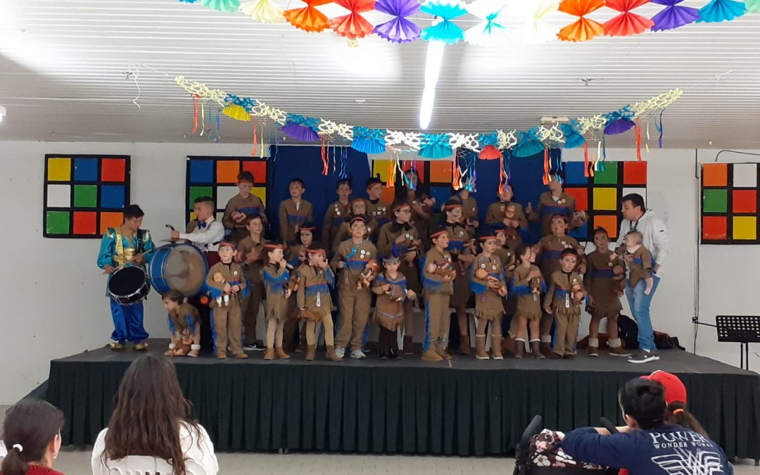 Chirigota Infantil en el Centro Comercial Las Torres